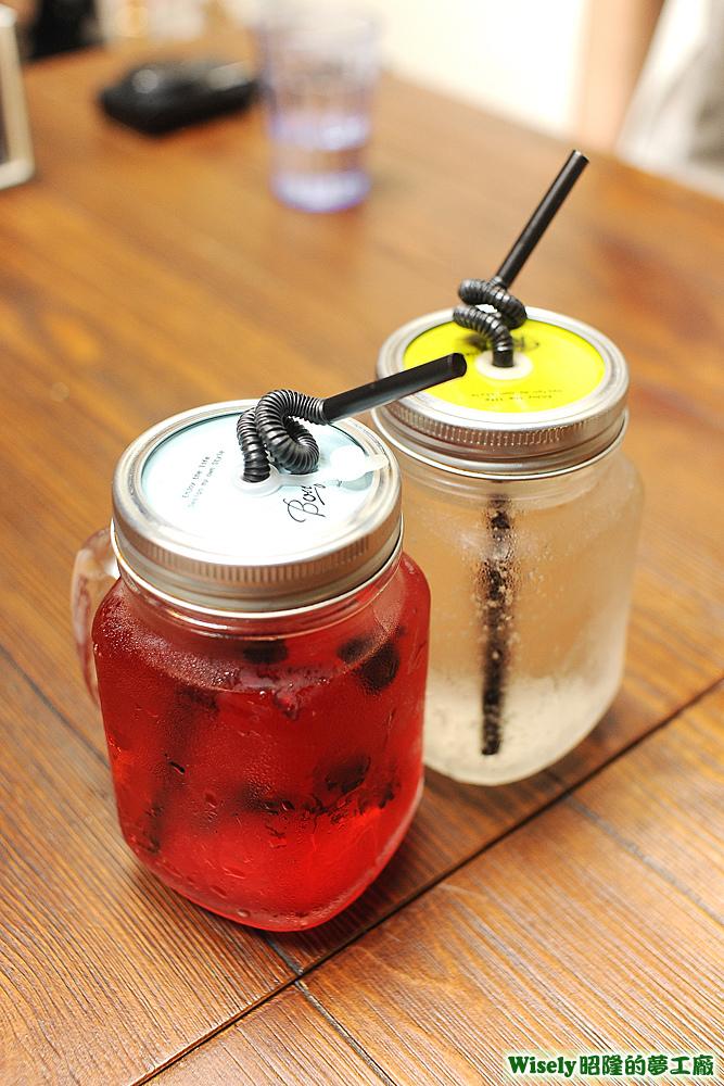 綜合野莓氣泡水、荔枝蘇打
