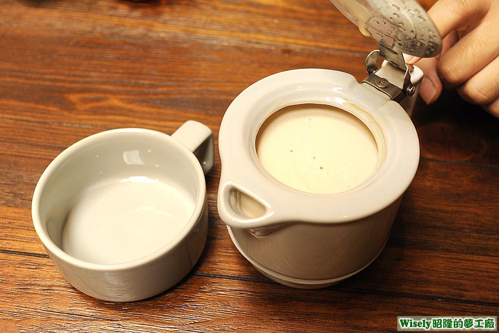 鮮奶茶(熱)