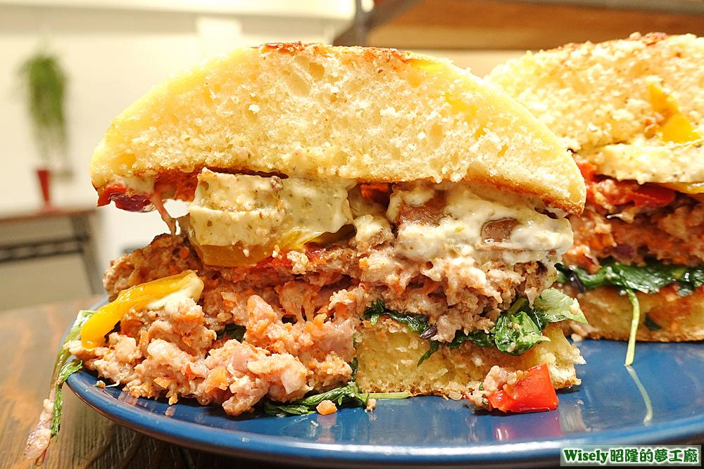 巨無霸雙拼漢堡(西班牙辣腸%2F哈魯米起司)