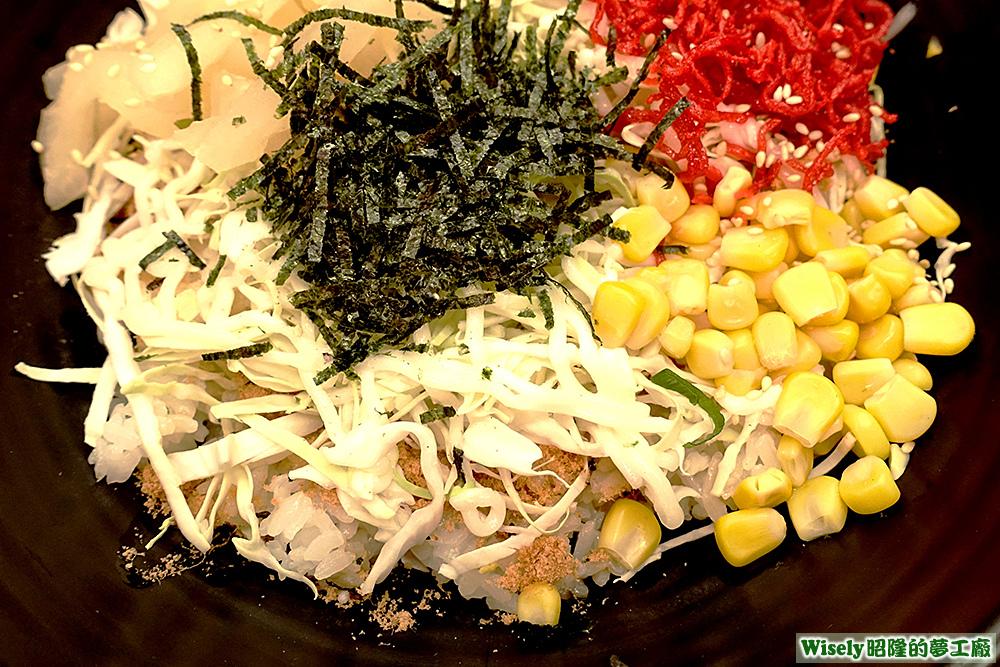 高麗菜、海苔絲、玉米