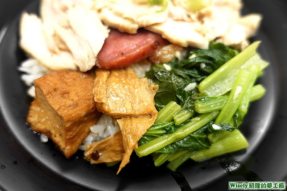 豆腐、豆包、香腸、青菜