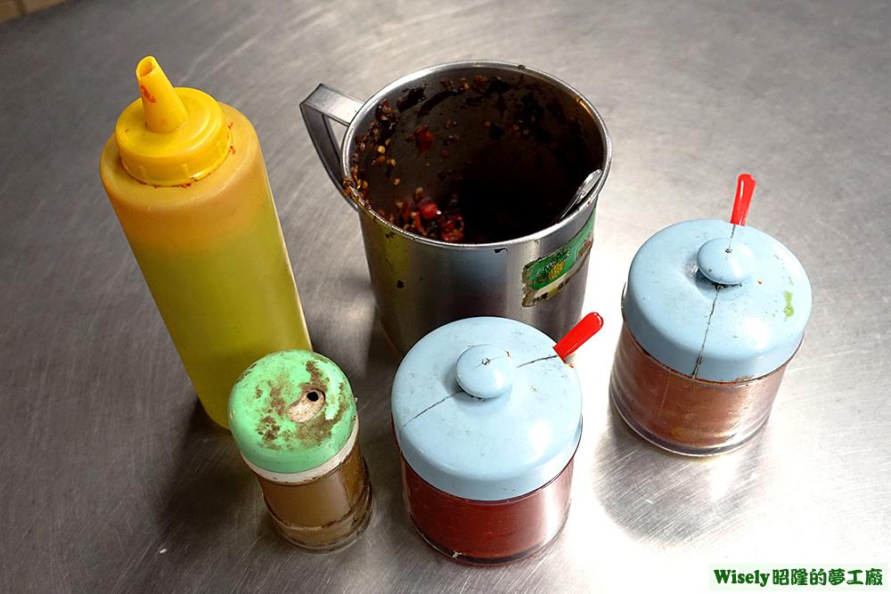 辣椒醬、胡椒粉