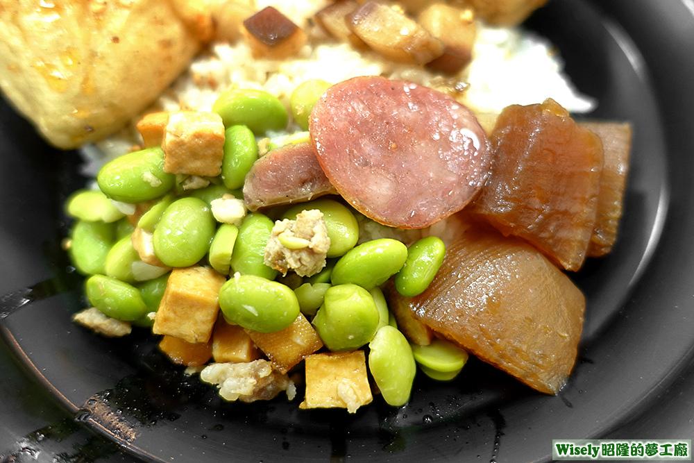 蠶豆豆干、香腸、滷白蘿蔔