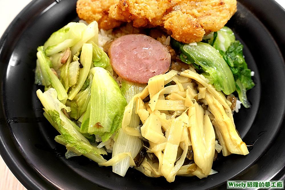 小白菜、香腸、筍干、青菜