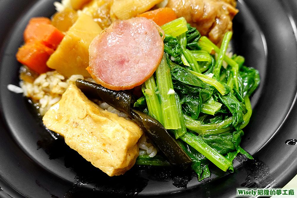 豆腐、海帶、香腸、青菜