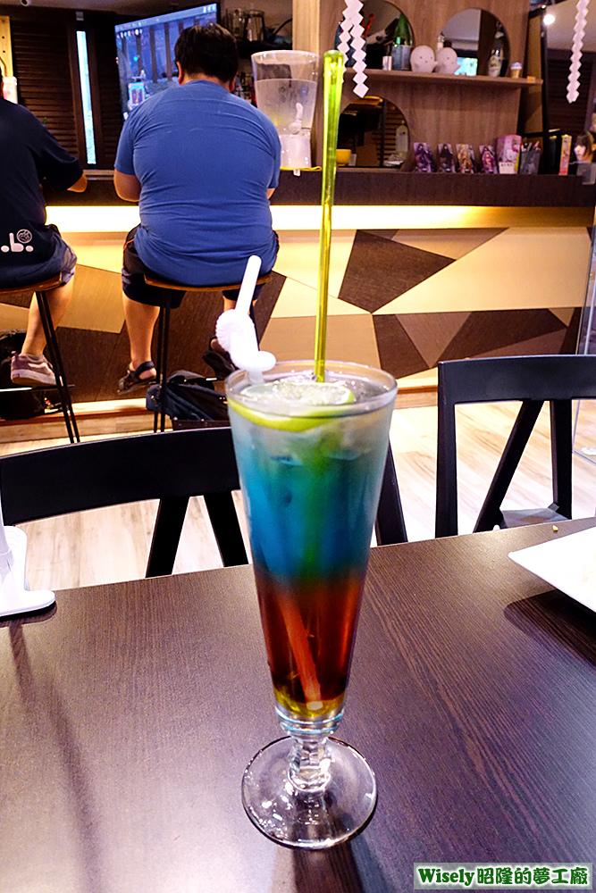 藍珊瑚氣泡調酒