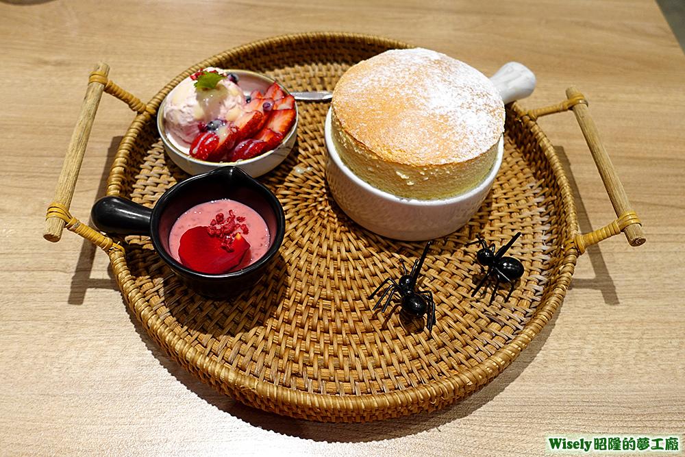 冰心草莓煉乳小銅鍋舒芙蕾