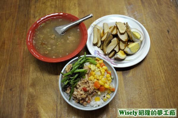 肉燥飯(辣)(小)、肉羹湯(小)、豆干、滷蛋