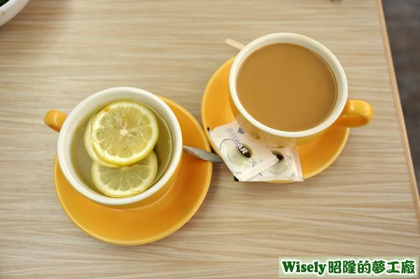 桂花檸檬蜜(熱)、香滑絲襪奶茶(熱)