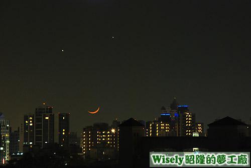 金星(左)、木星(右)、微笑月亮(下)