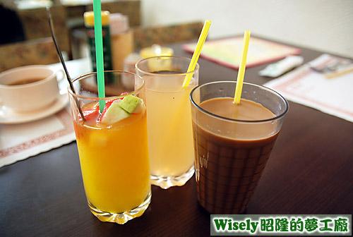 拉丁水果百匯冰沙、柚醉心甜蜜果汁、仲夏戀曲冰醇奶茶