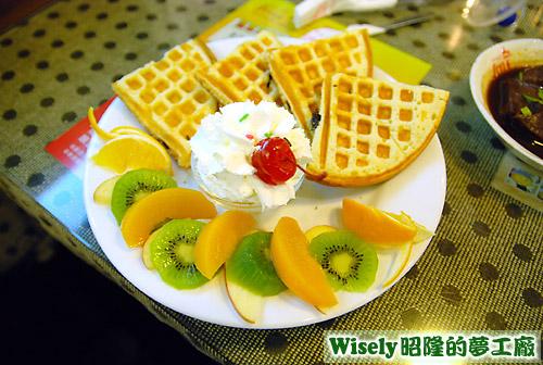 奶油水果鬆餅