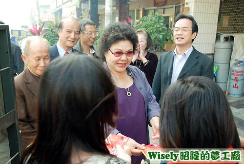高雄市長陳菊發紅包
