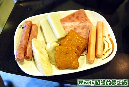 香腸、米腸、麻糬、豆干、火腿、熱狗