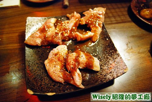 辣味雞翅、醬烤雞小排
