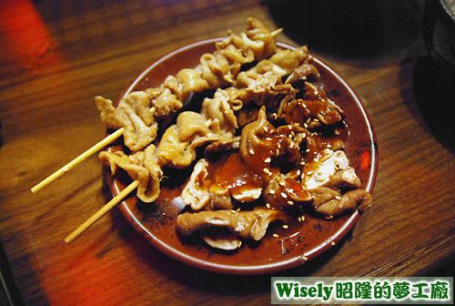 串烤雞皮、滷製大腸