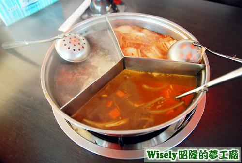 賓士鍋(香茅檸檬、咖哩、韓式泡菜)