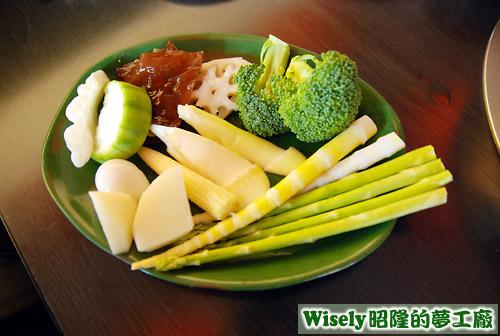 竹筍、絲瓜、蘆筍、茭白筍、木耳、蓮藕、花椰菜等