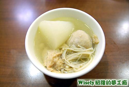 關東煮:豆皮、金針菇、貢丸、菜頭