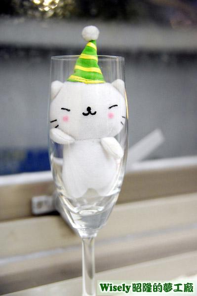 玻璃杯裏的貓