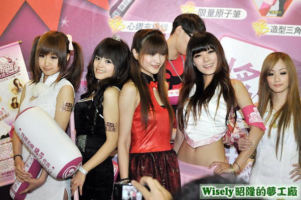 麻將黑澀會SG:娃娃、夏奈、主持人Claudia、妮妮、小艾