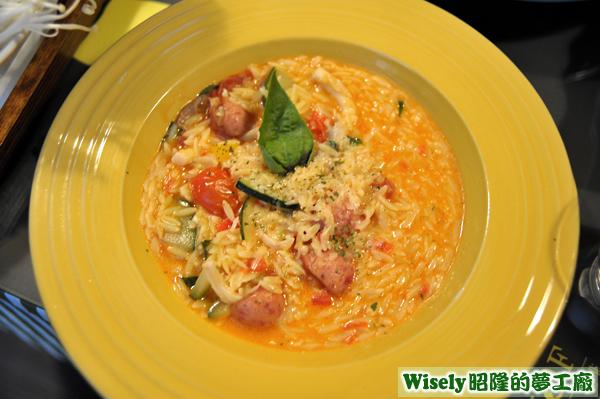 茄汁奶油香腸燉飯