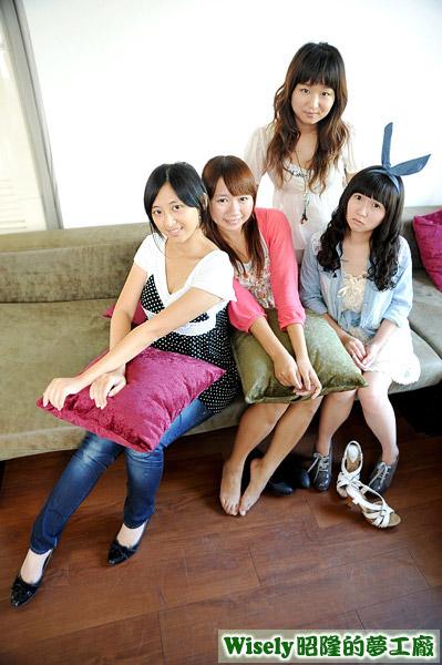 赤貓、賀小曦、椅子、佑子(後)