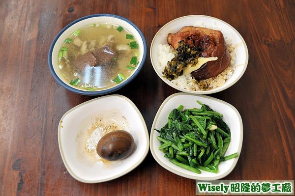 滷蛋、炒青菜、綜合湯、爌肉飯