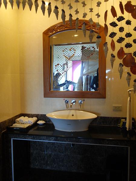 八村 Villa 館觀景四人房的洗手台