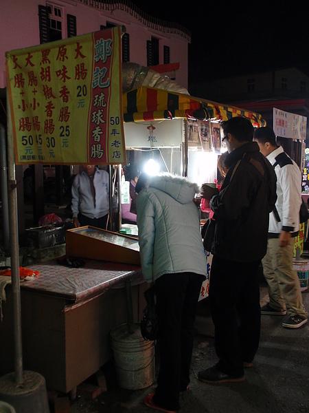 小琉球當地最有名的鄭記香腸(我是在研究旁邊的彈珠台)