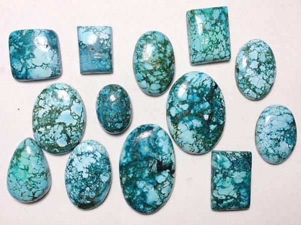 染色的綠松石
