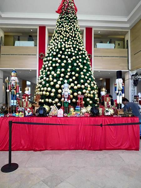 白天的聖誕樹.jpg