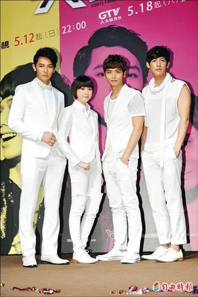汪東城(左起)、程予希、蔡旻佑、黃仁德出席試片會,百名粉絲到場應援