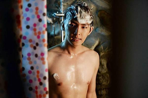 炎亞綸螢幕首次裸身拍戲健身成果檢驗