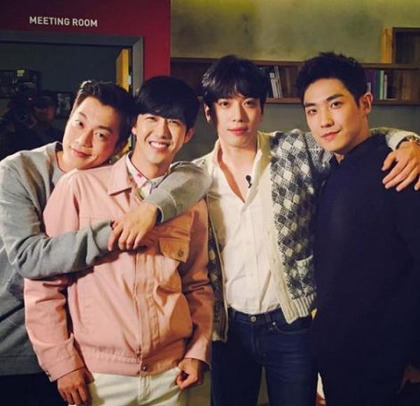 《無限挑戰》鄭容和、尹斗俊、李準與光熙組成Wedding Singers