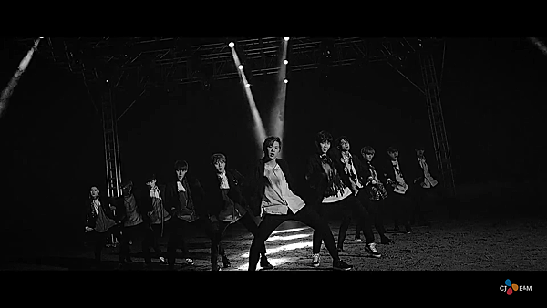 "Wanna One | ""활활(Burn It Up)"" M/V"