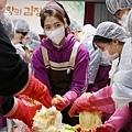 獨家公開)溫暖人心的朴.信.惠.「分享愛的泡菜」現場!