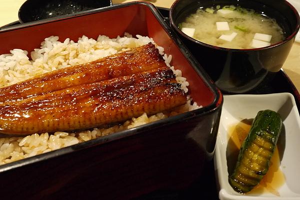 2011.01.14 聚餐(梅子鰻蒲燒屋)-19.JPG