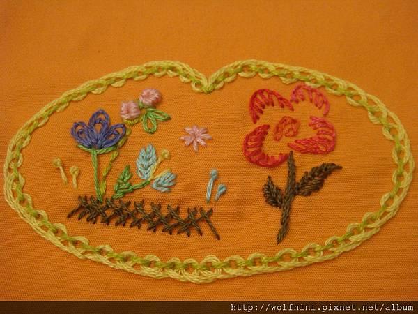 束口袋表布的刺繡作業