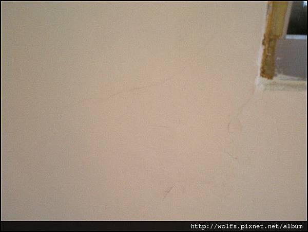 24-客房牆面裂縫
