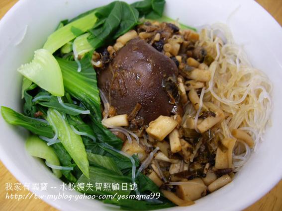 香菇滷肉汁拌米粉.jpg