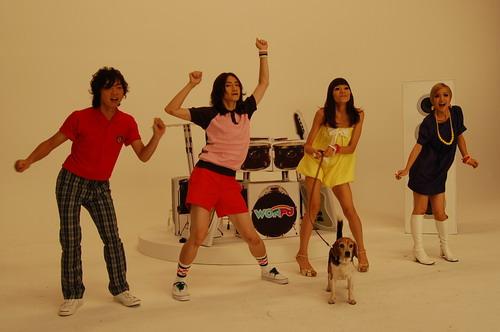 MV殺青後,四人突然一起跳舞,害我趕快裝鏡頭再拍