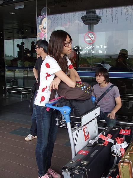馬上從台灣的大衣變成新加坡的短袖陣容