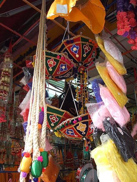 喜愛蒐集傘的推機也在小印度找到了新歡