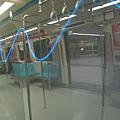 忠孝新生站車廂旁的奇妙閃光裝飾