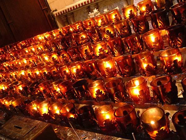 教堂裡的燭光