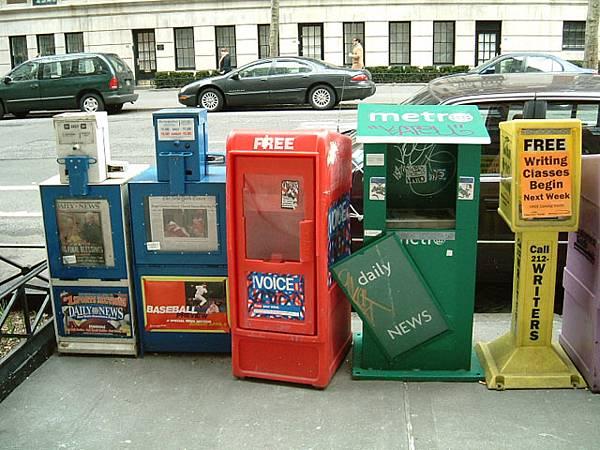 街頭的報紙箱