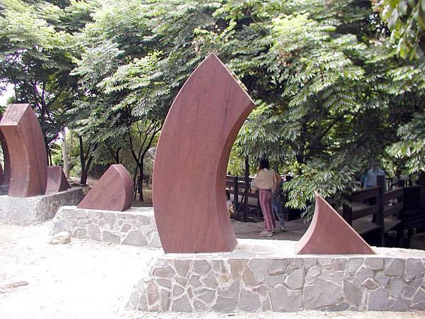 膠合木雕塑1