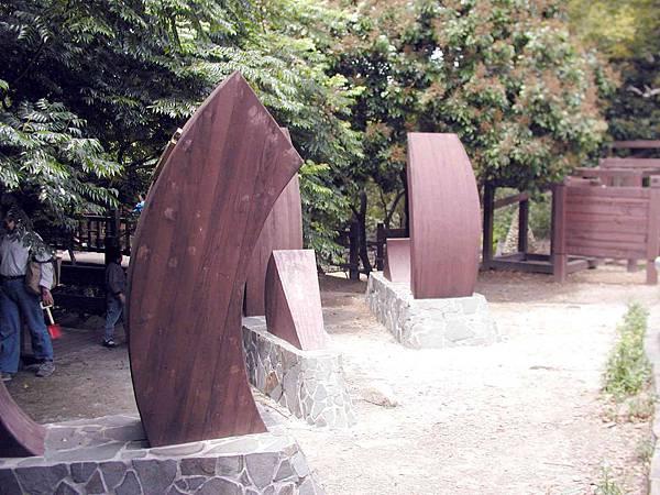 膠合木雕塑2