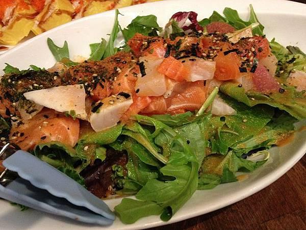 KAMI seafood salad